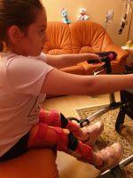 Clara Johann beim Üben zu Hause